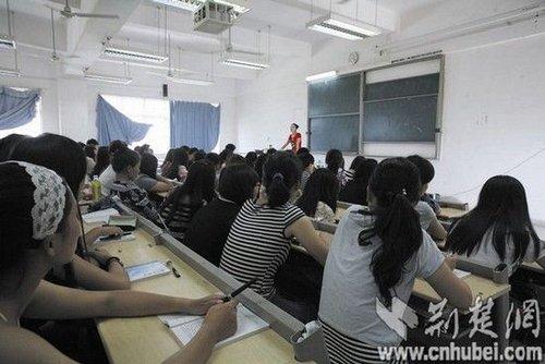"""教师用""""中国好声音""""方式教学 学生愿听就抬头"""