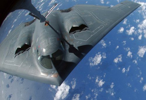 美军B-2轰炸机可用新型雷达与卫星保持通讯