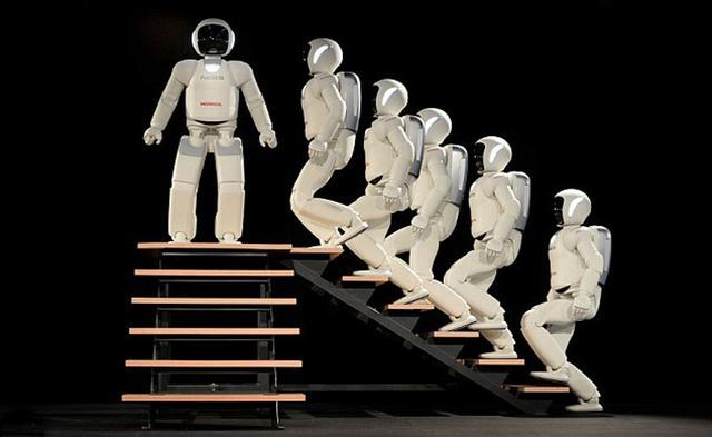 日本展示最新版机器人 会跑步跳舞踢足球(图)