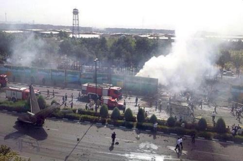 伊朗客机在首都坠毁官方确认事故造成39死9伤(图)