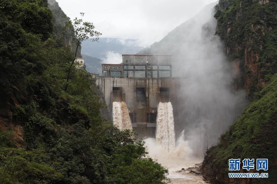 10月4日,云南省鲁甸县鲁甸地震灾区红石岩堰塞湖下游的天花板电站图片