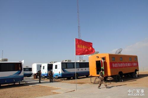 主着陆场各个通信设备状态良好,准备就绪。中广军事记者邓曦光 摄