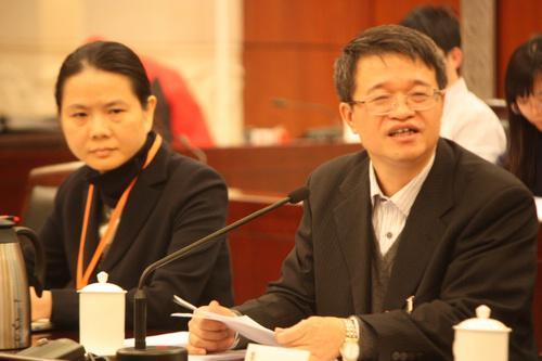 广东财政厅长解释女下属被挑刺两度离场:因年轻
