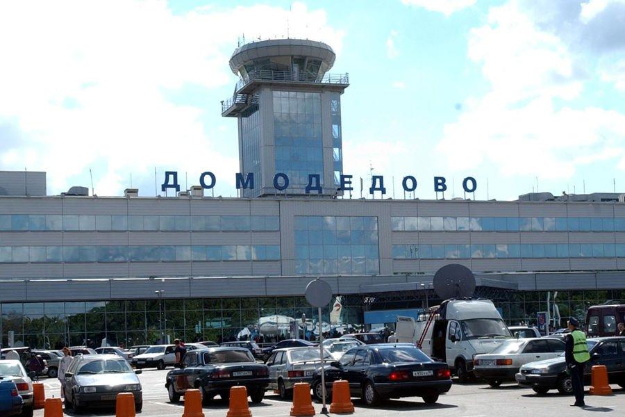 资料图:2004年8月25日拍摄的俄罗斯首都莫斯科多莫杰多沃机场航站大楼。