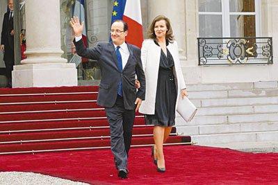就职仪式后,奥朗德与女友步出爱丽舍宫