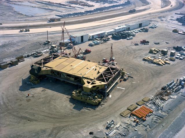 全球最大的履带式车辆 重达2700多吨运力超强