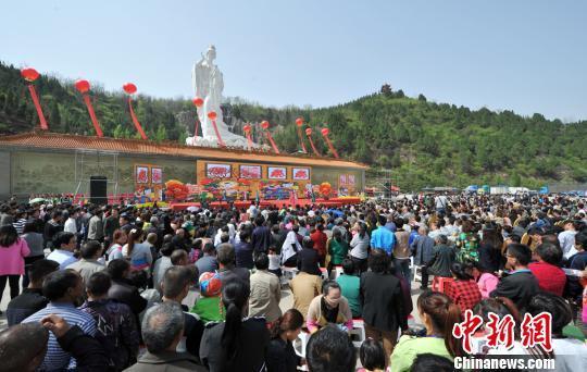 第七届中国古县牡丹文化旅游节开幕。王彬摄
