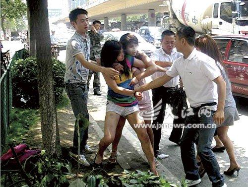 【图】南昌街头四美女当街群殴