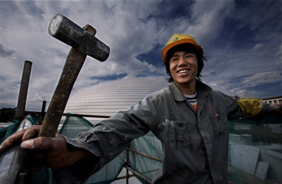 新生代农民工:手机用最好的 每月花近千元网购