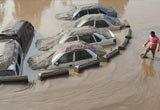 重庆洪水退去之后被淹车辆现身