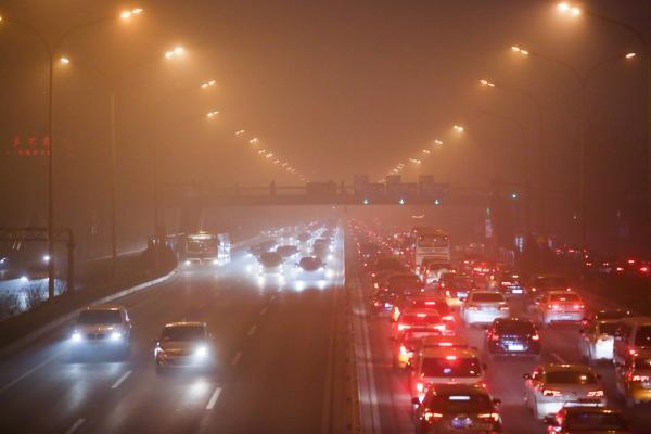 北京重霾锁城PM2.5逼近一千 环保部增派督查组