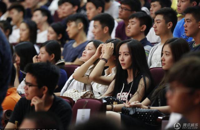 """丁四小""""在见到北电开学照之后表示:""""北京电影学院4日举行"""