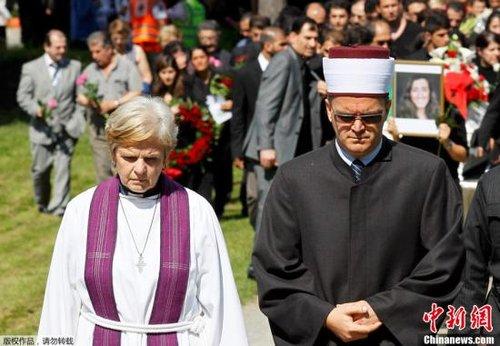 7月29日,挪威发生血案一周后,该国各界首度为一些遇难者举行葬礼。