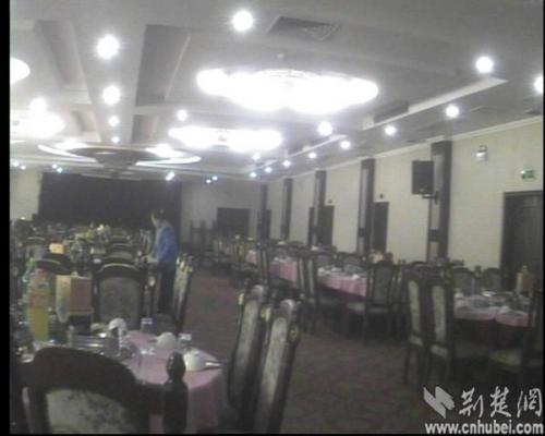 """""""蕲春宾馆""""最大的宴会厅,最多可摆约29桌"""