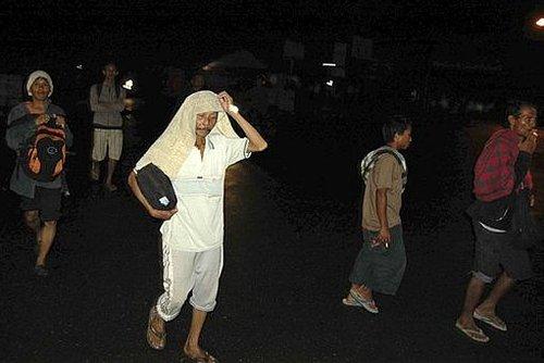 印尼海啸死亡人数升至40人 交通中断救援难抵达