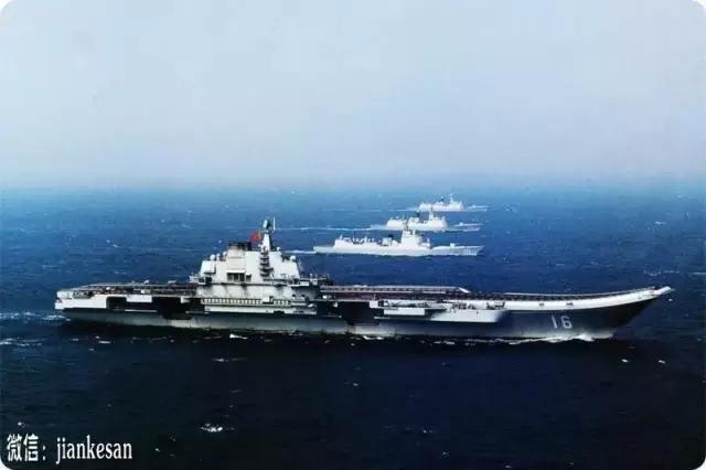 """美军飞越""""中国黄岩岛上空"""" 遇到了群强硬的男人"""