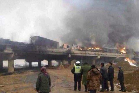 辽宁一运鞭炮货车追尾引燃多车 爆炸声持续4小时