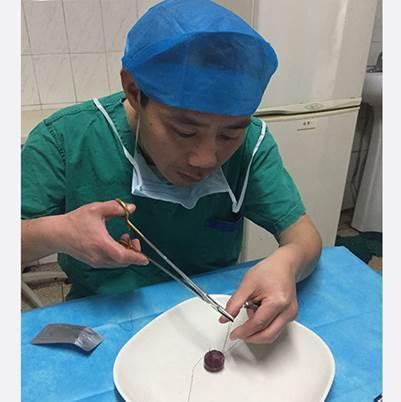新闻哥吐槽:医生晒万元羽绒服遭网友质疑。又吃你家大米了?图片