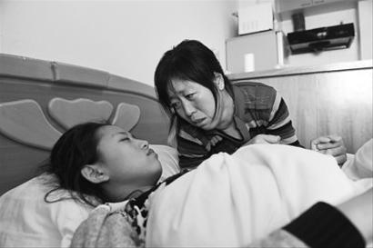 """22岁女孩车祸受伤成""""睡美人""""终日昏睡不醒(图)"""