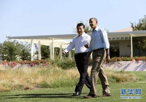 当地时间6月8日上午,中国国家主席习近平同美国总统奥巴马在美国加利福尼亚州安纳伯格庄园举行第二场会晤。会晤开始前,习近平和奥巴马在风光秀丽的庄园内散步,在轻松的气氛中交谈。新华社记者兰红光 摄