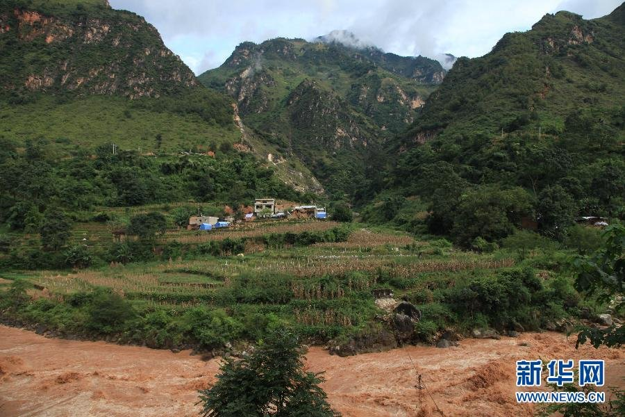 10月4日,云南省鲁甸县鲁甸地震灾区红石岩堰塞湖下游的牛栏江段图片