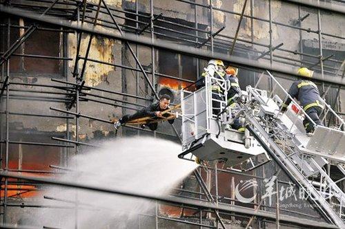 上海高楼大火53人遇难