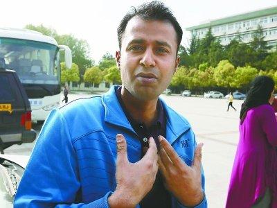 巴基斯坦留学生救晕倒路人 称奇怪其他人不施救