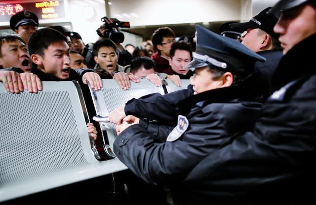 上海公布踩踏事件32名遇难者名单 最小者仅12岁