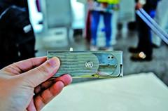 重庆机场查获打火机 一秒变手枪近距离可致死