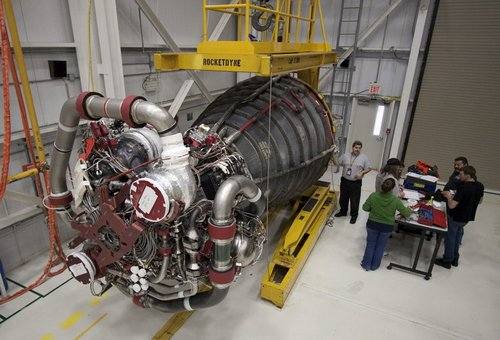 NASA完成3D打印火箭发动机喷射器测试 工时成本骤降