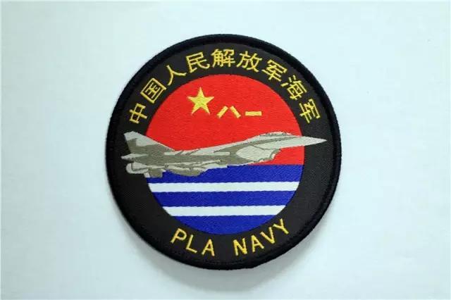海军航空兵学院换发新式地勤服 保暖帅气