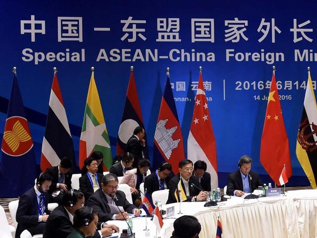 """中国与东盟通过""""南海行为准则""""框架"""