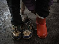 小朋友换上新鞋