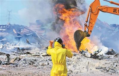 天津爆炸遇难者首批名单公布 仍有50人失联