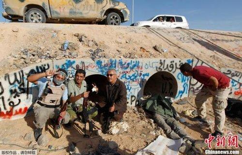 英媒称赞卡扎菲之死英国作用 仅42%民众感骄傲