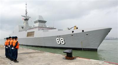隐身护卫舰访问南海舰队湛江基地图片