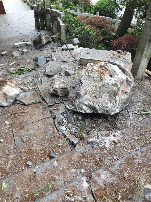 广西桂林叠彩山景区8名游客被落石砸中 4死4伤