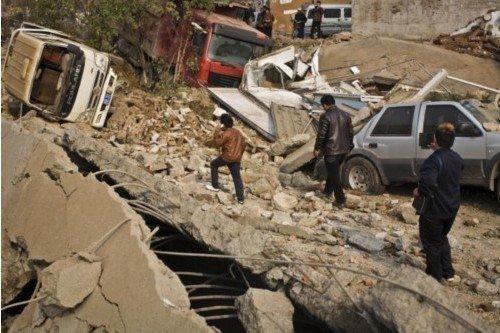 青岛多座居民楼因爆炸倾斜 居民从不知管道位置