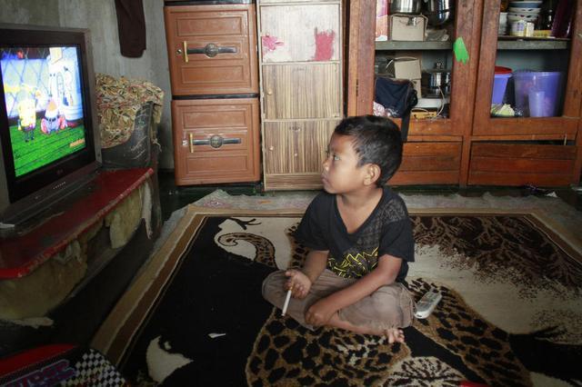回音壁:七岁男童老烟民,姿势销魂