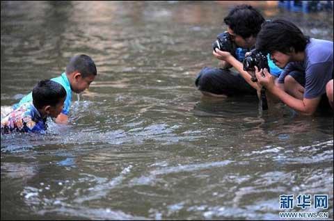 最大洪峰或今天涌入曼谷 五万士兵待命救援