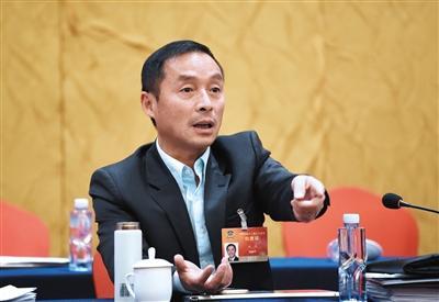 全国政协委员:政府应放权给网络约租车平台