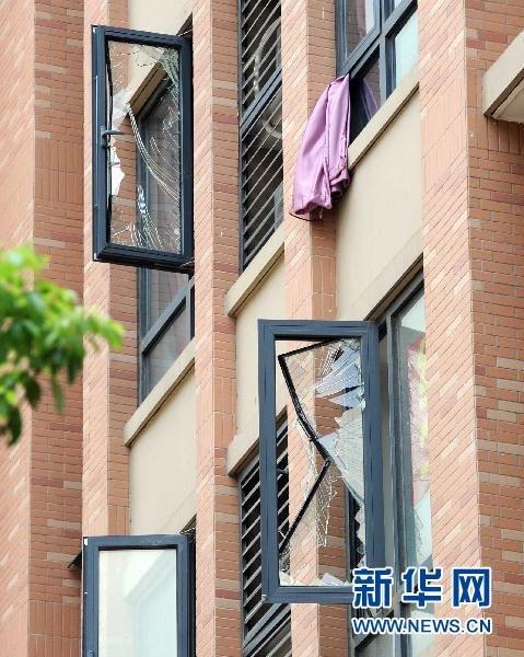 组图:南京迈皋桥附近一工厂发生爆炸