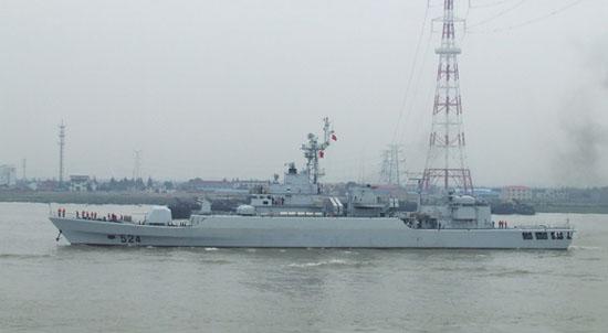 中国渔船在钓鱼岛以北海域沉没 海军全力搜救