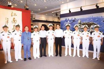 中国海军200余将领考察江南船厂