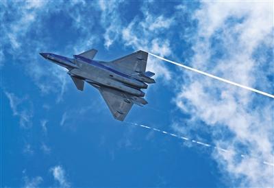 歼20珠海航展上将首次亮相 具备高速垂直爬升能力