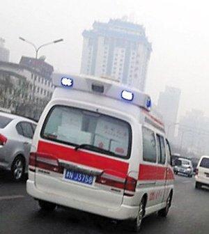 网曝天津120急救车满载鲜果海鲜现身京城(图)