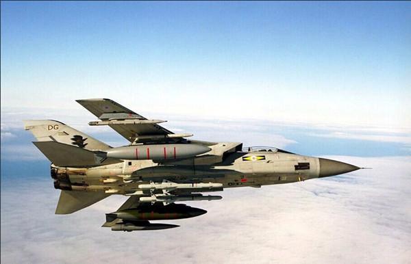 """意大利两架""""狂风""""战机相撞坠毁 4人失踪(图)"""
