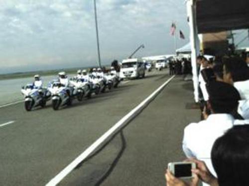 第四批MH17遇难者遗体运抵马来西亚副总理致哀