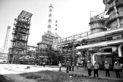 7月30日,福建漳州,古雷港经济开发区,发生爆炸的古雷石化(PX项目)厂区,警方调查爆炸原因。图/CFP