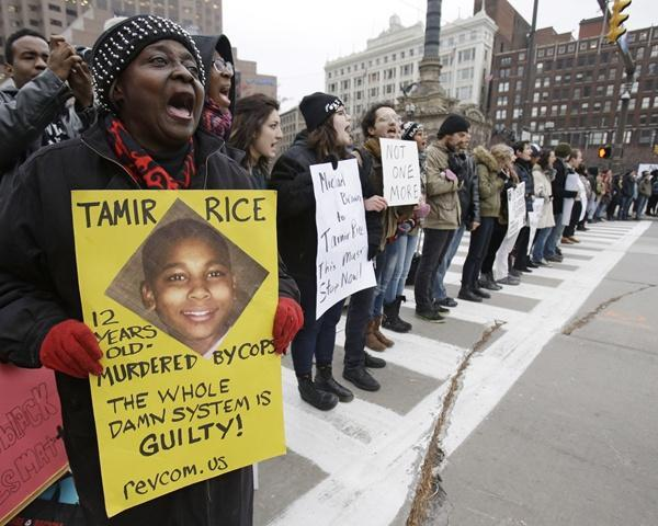 美国枪杀黑人白人警察被裁无罪:他有理由开枪